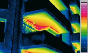 Thermographic_showing_heat_loss_from_balconies_-_high_res